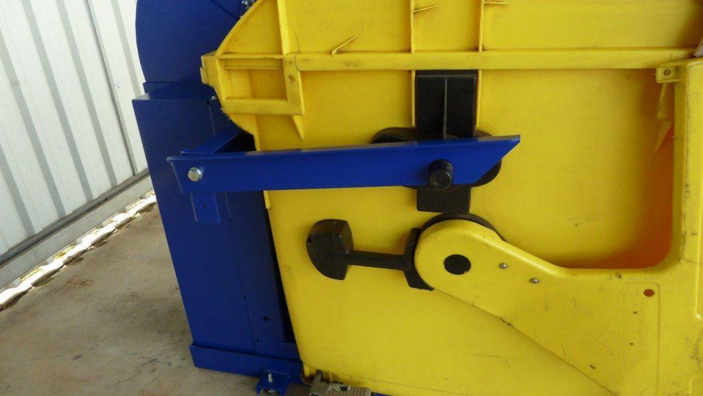 RC1100 hulladék prés